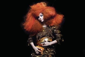 Em 2011, photoshoot de Biophilia ©Inez&Vinoodth e figurino de Iris Van Herpen