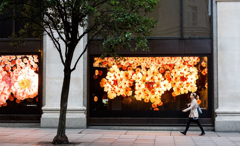 selfridges_apple_watch_window_3